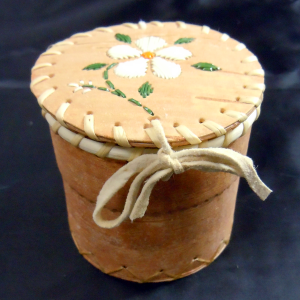 Medium round birch basket with white flower quill design