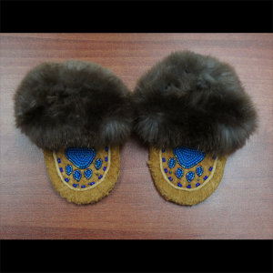 Baby sized moosehide moccasins with beaver trim – Blue Paw Design