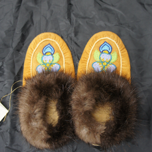 Men's 7/ Women's 8 Beaded Moosehide Moccasins