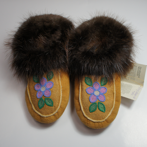 Men's 7/ Women's 8 Moosehide Moccasins with Beaver Fur Trim Pink and Purple Flower Design