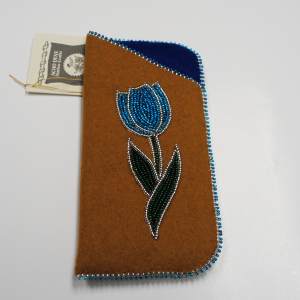 Moose Hide Glasses Case – Beaded Blue Flower Design