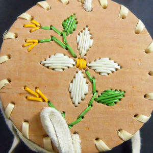 Small birchbark basket with 4 White pointy petal design