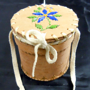 Small birch basket with five blue quilled petals