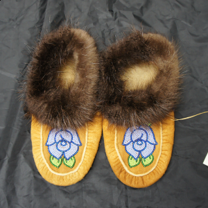 Men's 6/ Women's 7 Beaded Moosehide Moccasins