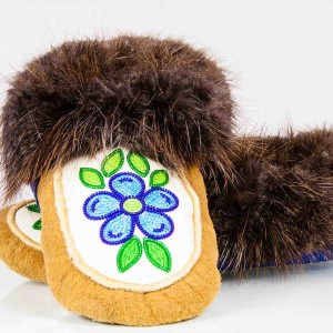 Men's 8/ Women's 9 Moosehide Moccasins with Beaver Fur Trim and Blue and Green Flower Design