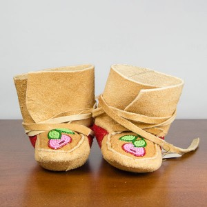 Handmade Wrap-around Moccasins, Child Size 4 – Light Cherry Pattern